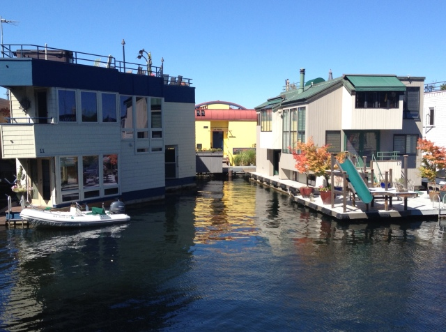Photo of Seattle Floating homes on Lake Union part of the Roanoke Reef community.