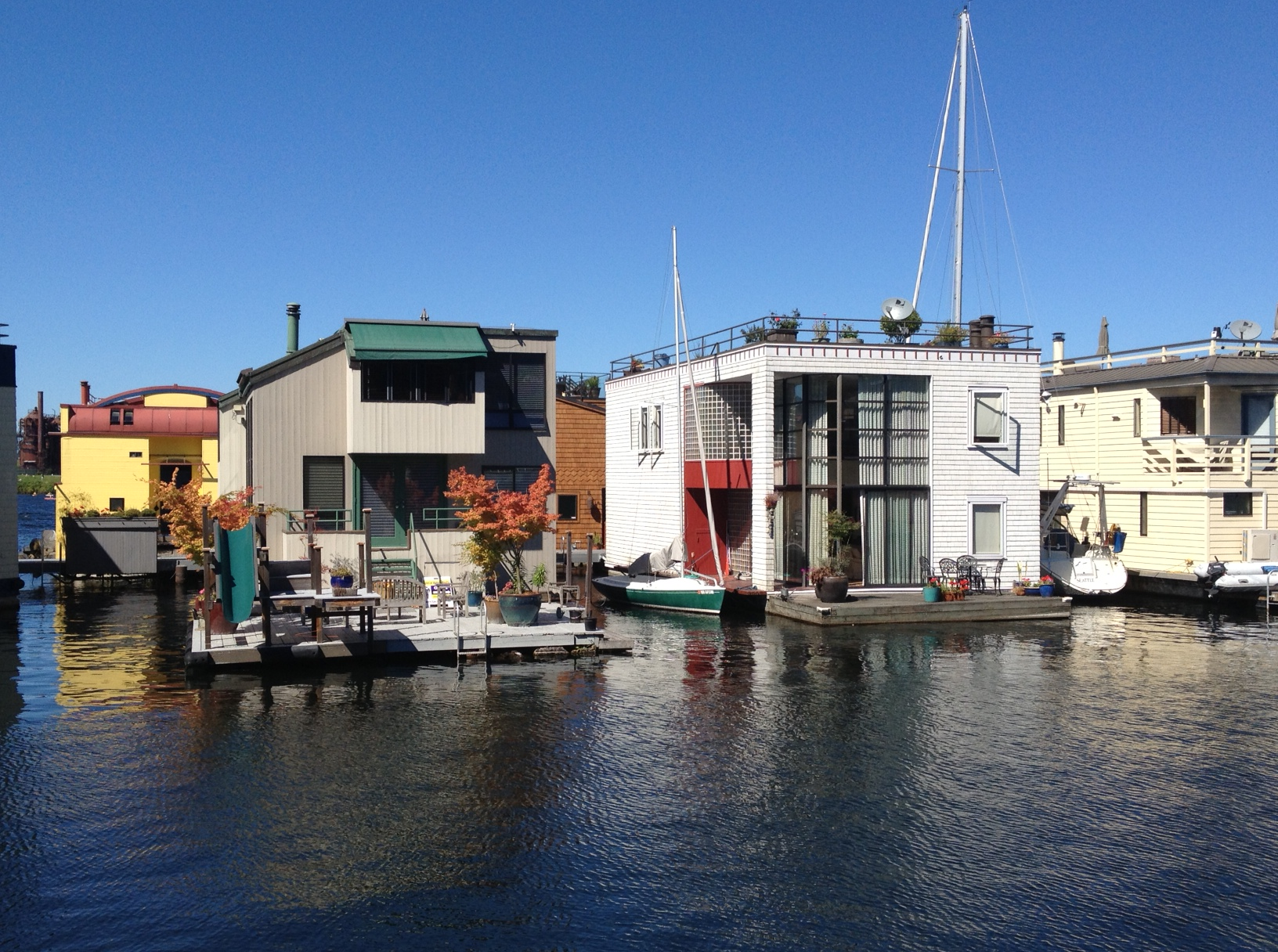What s it like to live in a seattle floating home find out at the seattle floating homes tour - Floating house seattle ...